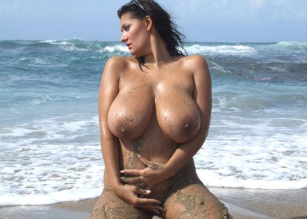 alexandra-moore-naked